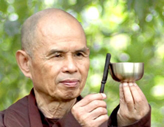 Thich Nath Hanh met bell