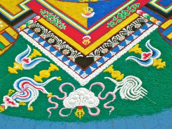 Mandala in wording, Tibetaanse monniken, maken ,mandala, in, Hooglandse kerk, te ,Leiden, potjes gekleurd zand, gereedschap