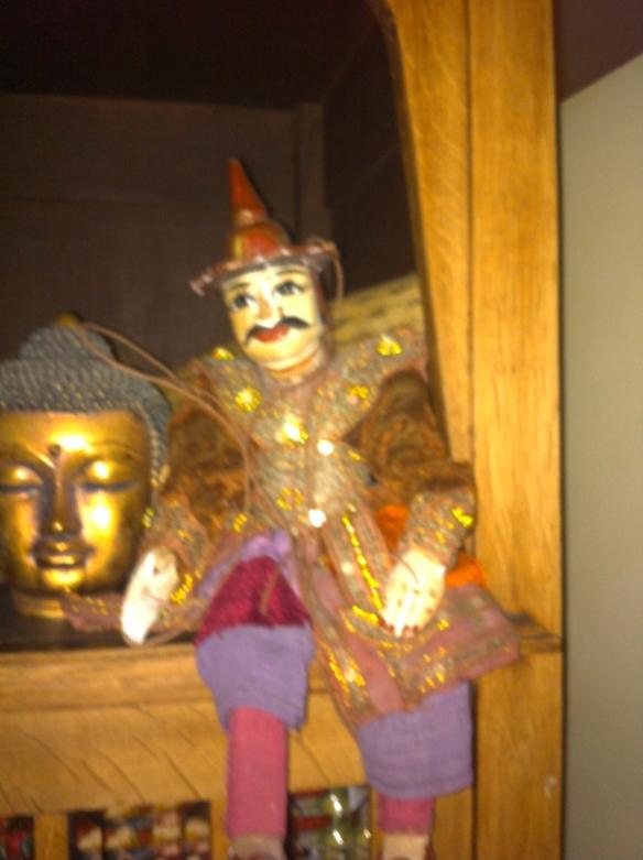 marionet en boeddha
