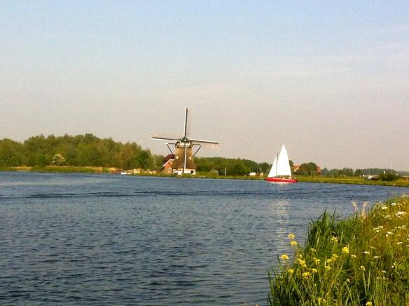 Zeilbootje en molen, wat een plaatje, hollands landschap, water, zomer, het Joppe