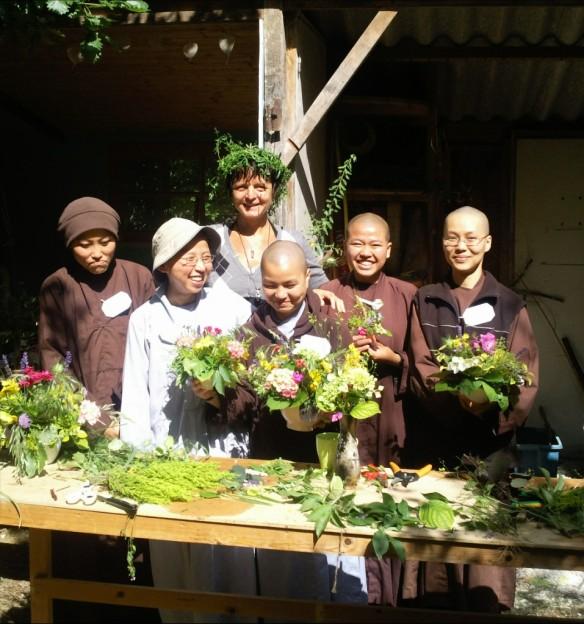 Bloemschikles nonnen boeddhisme Plumvillage 2009