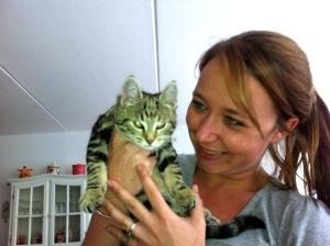 vrouw met poesje, kitten