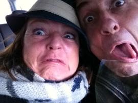 gekke bekken trekken, blommen, man en vrouw, smoelen trekken, rare gezichten
