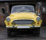 gele auto, yellow car