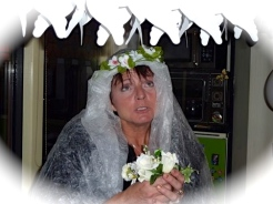 Heks, innerlijk huwelijk, bruidsmeisjes, bruidsjonkertje, taart, bruidstaart
