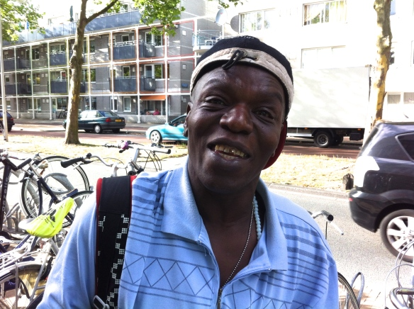 Glenn L. Parami, Leids straatdichter, dicht bij de zon, gedichtenbundel bij Boekscout