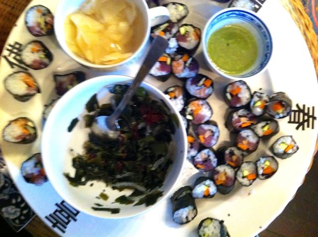 sushi, pickled ginger, zeewier, wasabi
