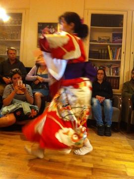 Japanse dans in kimono, traditioneel