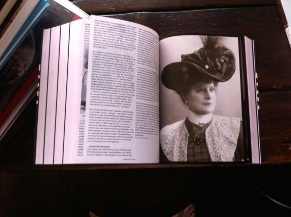1001 vrouwen uit de Nederlandse geschiedenis, samengesteld door Els Kloek, uitgeverij VANTILT