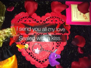 Hart van wensdoos, rood hart, kanten hart, I sent you all my love, sealed with a kiss