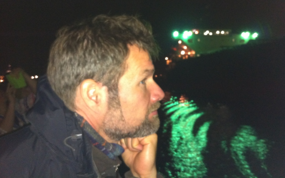 hijskraan,havens van Amsterdam, havensafari, nacht, schip, lichtjes in de nacht , munitie eiland, knappe man, filosoferen