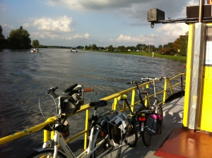 veerpont,veertje Zijldijk, Warmond, knappe man, fietsen