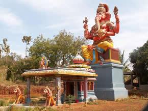 altaar voor Ganesha, verering ,GANESHA, FOTO, OLIFANTENGOD,