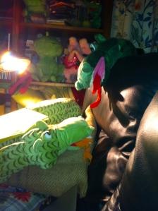 pratende draken, deraken, twee draken op de bank, huis met draken