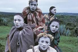 Xhosa-cultuur,-ritueel, mannen met witte gezichten,