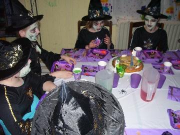heks geeft feest, jarige heks