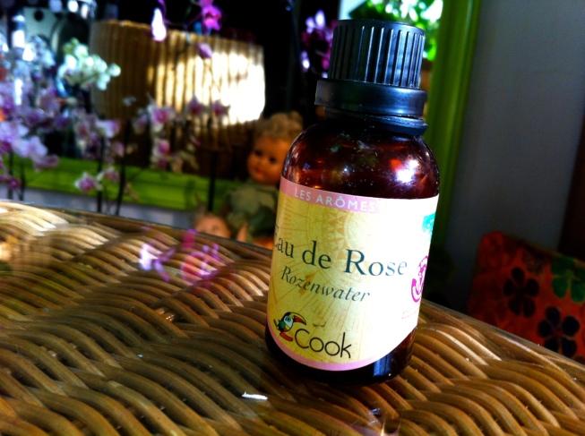 rozenwater, aqua rosa, antieke poppen