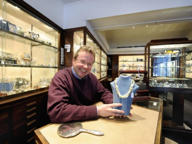 ouderwetse juwelier, etalage, zilver en goud