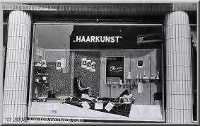 ouderwetse kapperswinkel, etalage