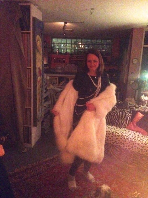 vrouw in Alpaca jas