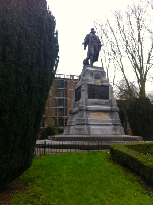 Burgermeester van der Werff, Leiden, met snor, snor op beeld in het van der Werffpark , grappig beeld met snor