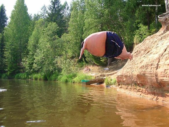 ZWEMMEN, ZWEMBAD,, dikke man, duiken, water, grapjes,