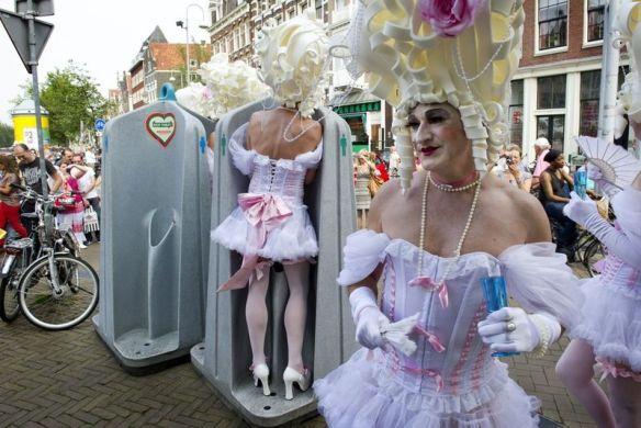 transgender, man verkleed als vrouw, travestiet, opgemaakte man, beroemde mannen als vrouw, HARTJESDAG
