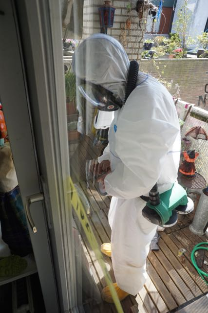 asbestwagen,HEMUBO, milieutechniek, astronaut, verwijderen van asnest, asbest team, man in wit pak,