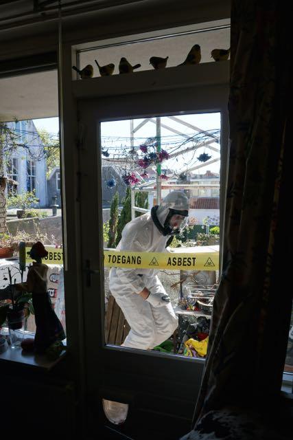 HEMUBO, milieutechniek, astronaut, verwijderen van asbest, asbest team, man in wit pak,