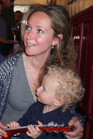 gezin in kroeg, man, vrouw en kind, in Café de Twee Spiegels, gezin