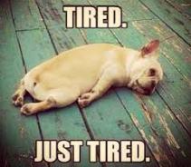 I'm so tired, ik ben zo moe, vermoeidheid, doodmoe, gapen, slapen, uitgeput
