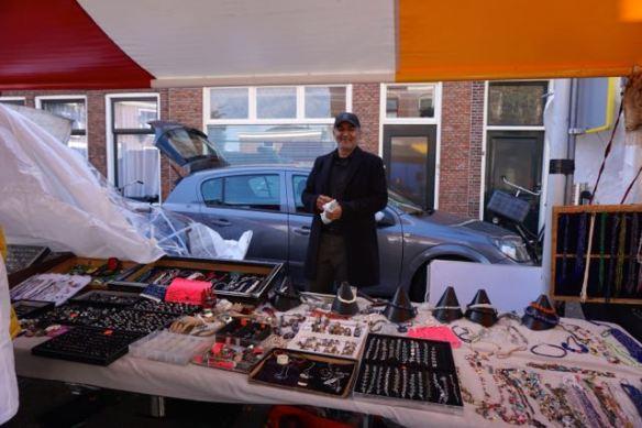 Afghaanse steenhandelaar, marktkoopman, kristallen, Afghaanse stenen en kristallen