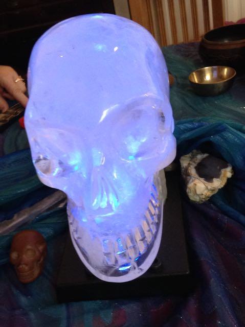 KRISTALLEN SCHEDELS, stenen schedeltjes, Synergy, deva's in kristal