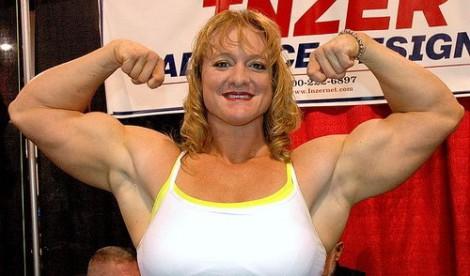 bodybuildster-sterke-vrouw-,body building vrouw, worstel vrouw, stevige vrouw, grote blond wijf,sumo worstelen