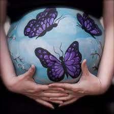 beschilderde zwangere buik